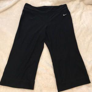 NWOT Nike Capri Pants/Leggings